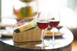 כוסות יין אדום